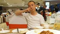著名相声演员冯巩的32岁儿子近照曝光