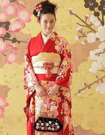 【星娱TV】邱淑贞15岁大女儿穿和服 与妈妈越长越像