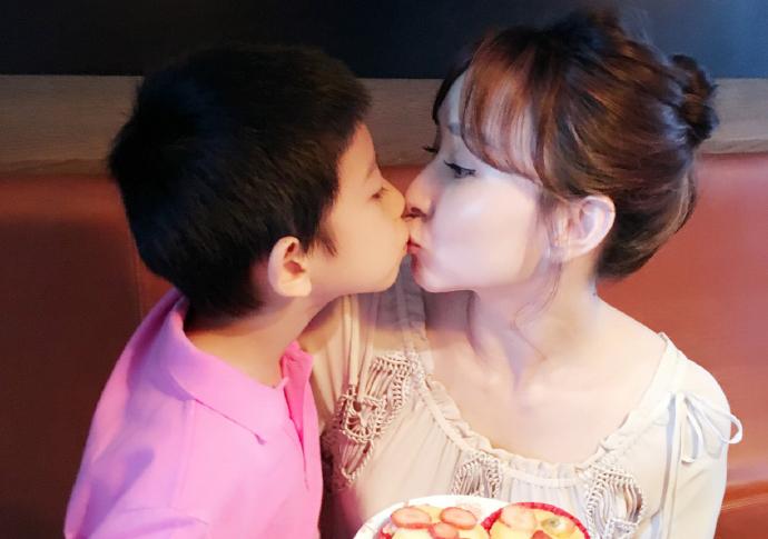 【星娱TV】关于未来婆媳关系问题,胡静儿子这样说……