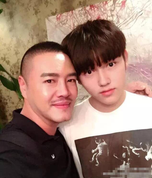 【星娱TV】陈凯歌陈红小儿子近照曝光 竟帅气的像吴亦凡…
