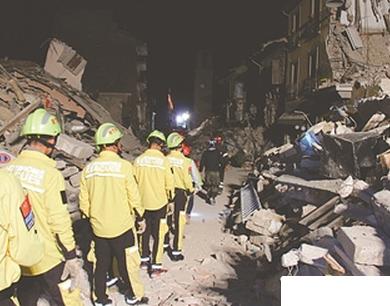 中国民间救援队抵达意大利地震灾区救援