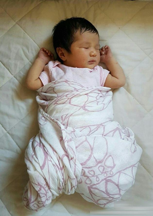 [爱八卦]钟嘉欣宣布生下女儿!小公主睡照甜美可人(图)