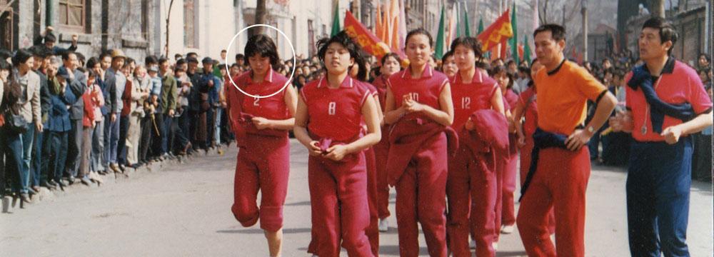 倪萍晒珍贵老照片 曾与女排一起训练半年