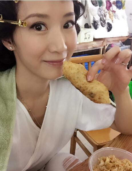 【星娱TV】李念晒美食照担心吃太多被嫌弃 网友:都是摆拍