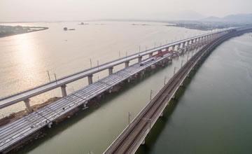 三座特大桥并列横跨 中国巨大建设工程令外国人赞叹
