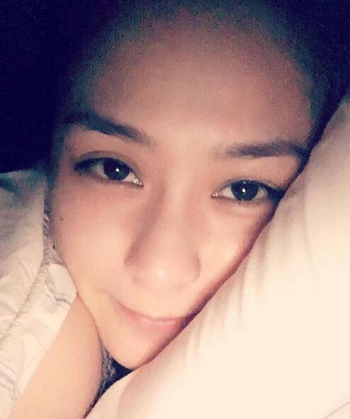 [爱八卦]阿娇凌晨晒床照求解救 称一个人拼搏心好累