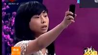 """农村女孩调侃""""苹果""""手机是垃圾,现场导购太精彩笑翻全场观众!"""