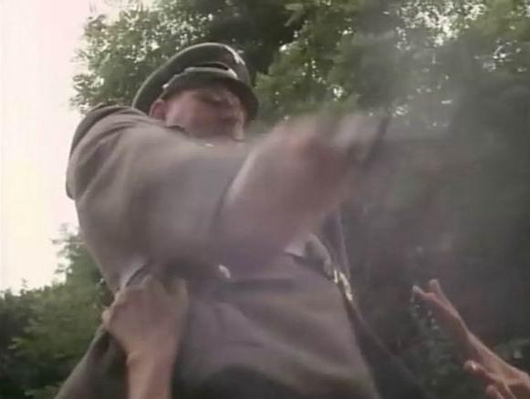 美剧还原纳粹德军屠杀犹太人场景 - 深海情深 - 深深的海洋