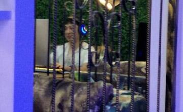 王思聪开豪车去网吧玩游戏 还把钱包给丢了
