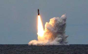 俄北风之神战略核潜艇齐射洲际导弹 一枚空中自爆