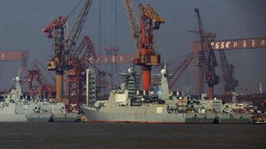 实拍中国055首舰建造现场 3个神秘分段已合拢