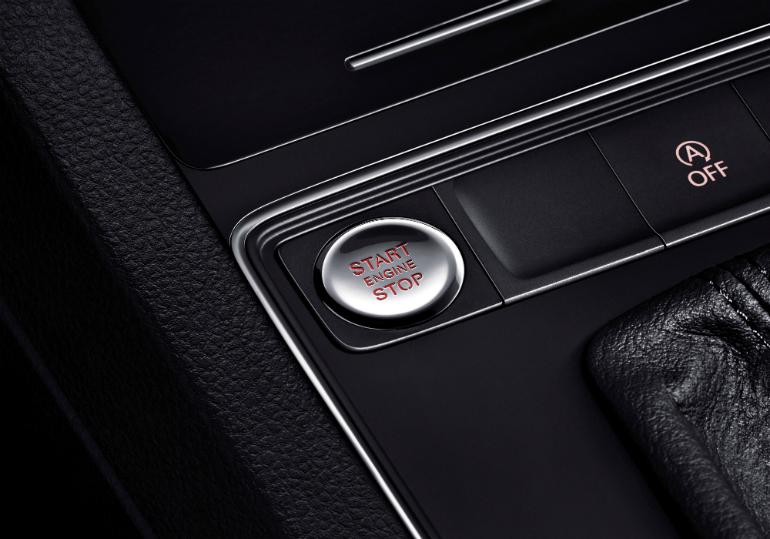 新速腾2017年型在舒适型及以上车型标配无钥匙进入与一键启动系统 除此之外,新速腾2017年型还增加了后车门氛围灯、多款车轮造型以及后部4探头倒车雷达等多项配置,并且提供氙灯和LED日间行车灯、第二代MIB导航等选装方案,给消费者提供更舒适、豪华的驾驭感受。 小排量、大动力新速腾1.