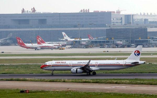 上海:飞机起飞时另一飞机横穿跑道