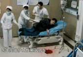 医生连续工作32小时吐血画面