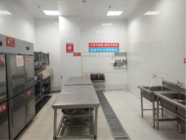 按照刘强东的想法,给员工建的宿舍是高级白领公寓,不是工厂宿舍.