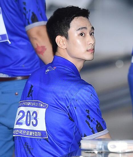 金秀贤通过保龄球选拔考试 姿势帅到飞起(图)