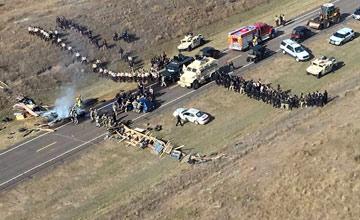 美国8个州军警镇压印第安人画面