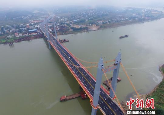 —薄层超高韧性混凝土(stc)轻型组合桥面结构