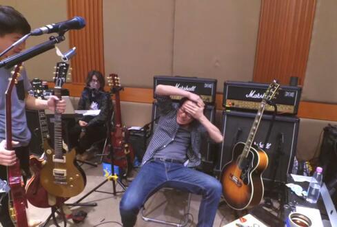 损友!怪兽被吉他误伤 阿信大笑五声问:录下来了吗