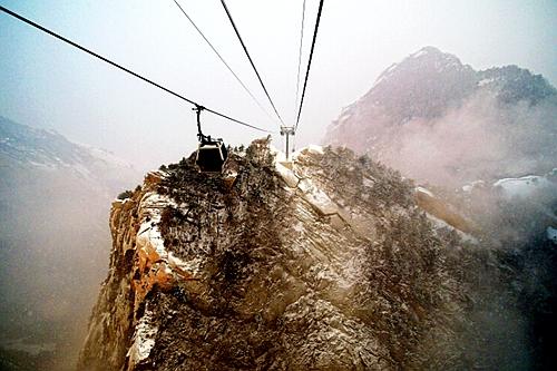 登山赏景健身的最佳线路: 上午游览道教圣地玉泉院后,从华山西山门图片