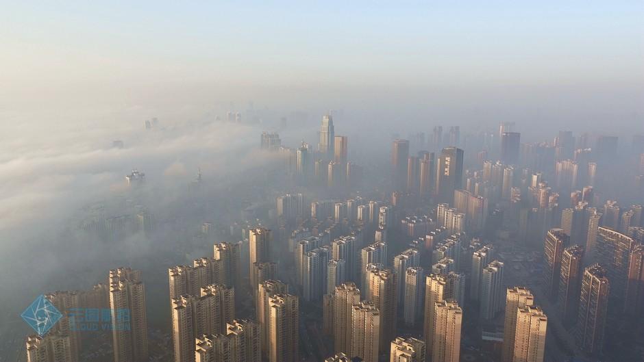 组图 高空俯视迷雾中的大武汉 犹如天空之城