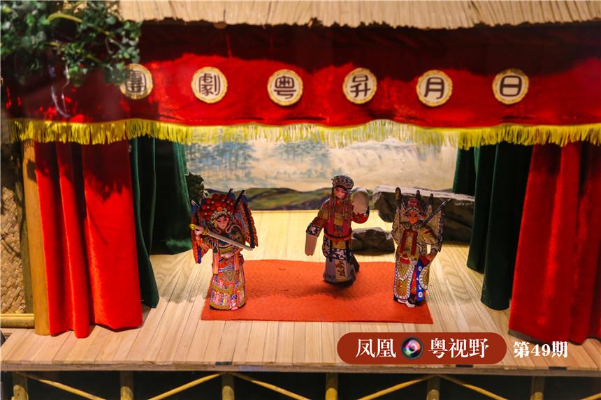 """院内一些展品栩栩如生地还原了旧时""""广东大戏""""的表演场景。"""