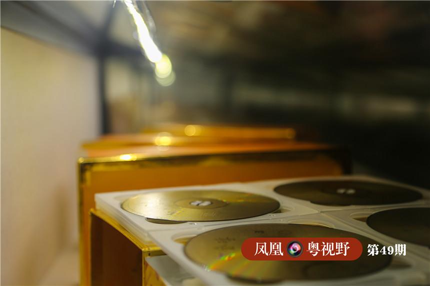 图为:博物馆珍藏的粤剧唱片。