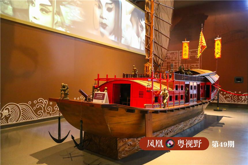 图为:经研究復原的粤剧红船。