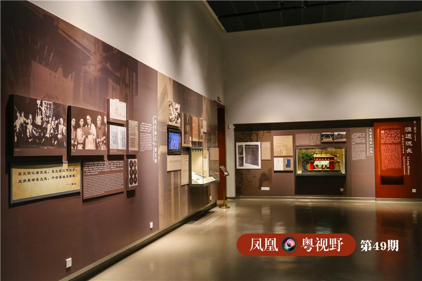 粤剧艺术博物馆园林建筑的各个别院可用作游赏、听戏、欣赏各种专题展,展厅则设置在地下一层,其中主展厅面积1900平方米,临时展厅500平方米,整个管区约能容纳2000人参观。图为:主展厅。
