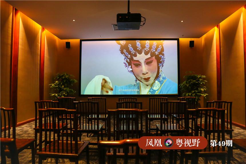 馆内还设有视听室和阅室,在这儿,你能欣赏到经典剧目、例戏与曲目、各种唱腔流派,更能随时查找资料,全面认识粤剧。