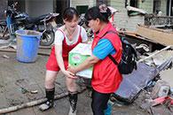 抗洪抢险里的温情时刻:湖南各地志愿者踊跃救灾