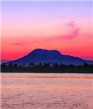 霞光映照赤山湖 天上美景在人间