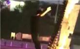 通州一男子跳桥溺亡 围观群众惊呼不断