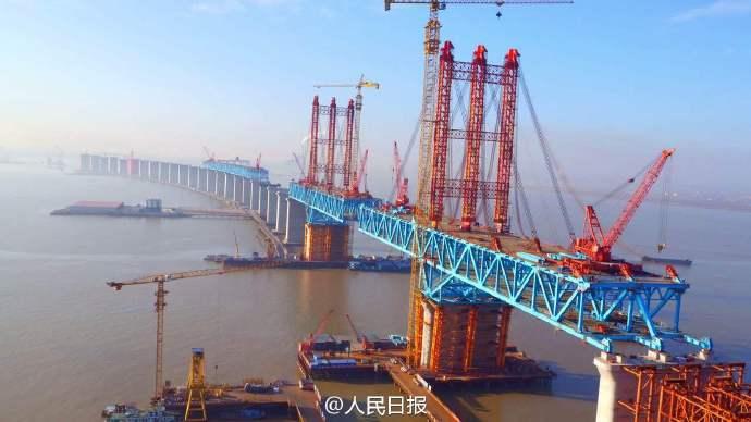 厉害了!世界最大跨径重载公铁两用钢拱桥合龙(图)