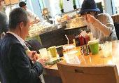 王石陪小30岁女友吃早餐