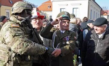 波兰欢迎美军进驻共抗东方侵略 4万俄军枕戈待旦
