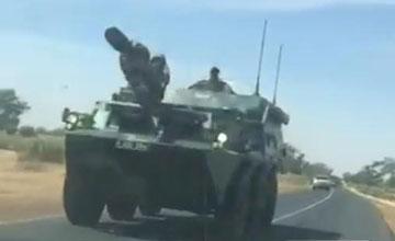 冈比亚总统败选拒下台 塞内加尔开中国造装甲车出兵