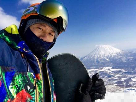 夏雨滑雪受伤提醒热身很重要 网友却赞帅出天际(图)