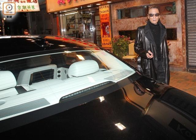 谢贤出行获私家车接送 司机不开车门当场黑脸