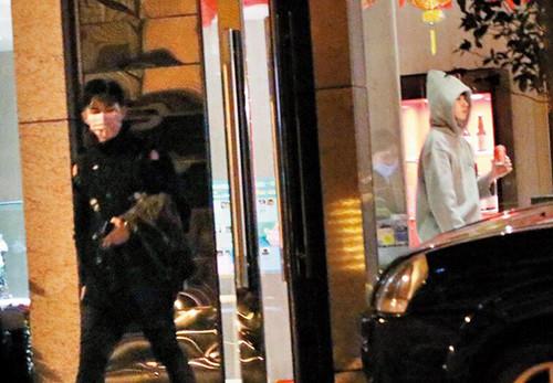 炎亚纶被拍与人进酒店 公司回应:是朋友