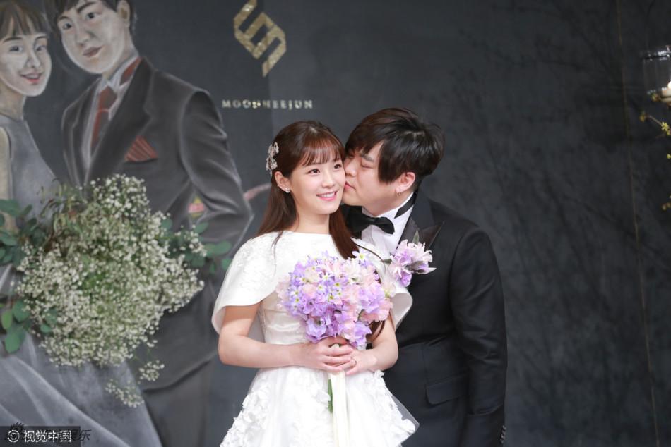 38岁文熙俊娶25岁昭燏 刘在石到贺
