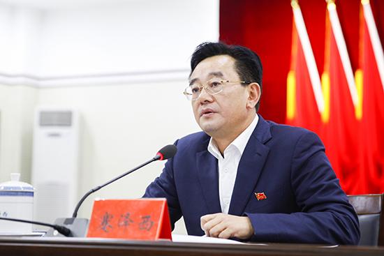 石柱县委书记蹇泽西:破除陈旧陋习树立文明新风