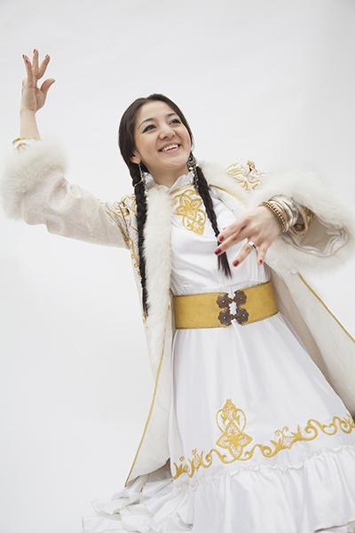 哈萨克斯坦姑娘抢嫁中国郎 民众呼吁立法禁止