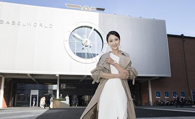 佟丽娅亮相钟表展 自信干练时尚态度获点赞度