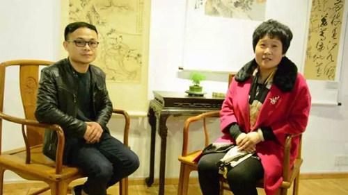 本次展览紫砂艺术家和陶刻家接受媒体采访