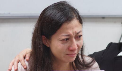 """吴卓林声称""""今日离港"""" 吴绮莉泪崩:只想她回家"""