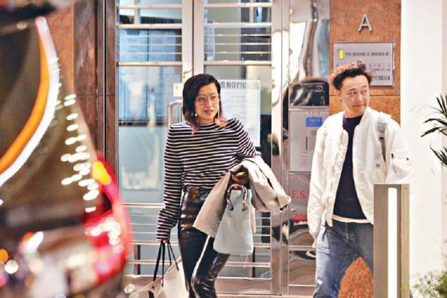 模范老公!陈奕迅接老婆下班 停工一月陪爱妻