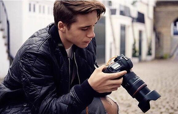 贝克汉姆长子9月将上大学 主修摄影相关专业