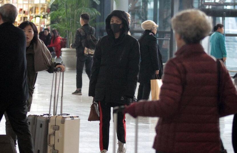 张雨绮低调现身机场 未见新任老公陪同