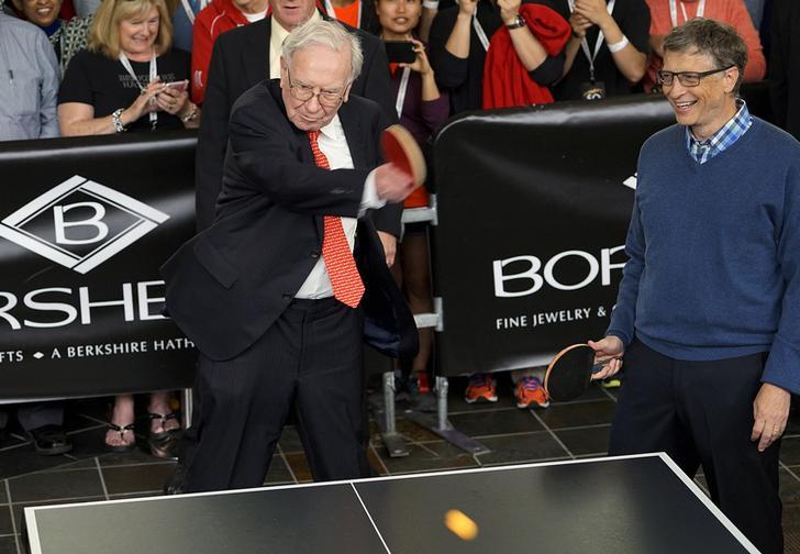 巴菲特与比尔盖茨打乒乓球